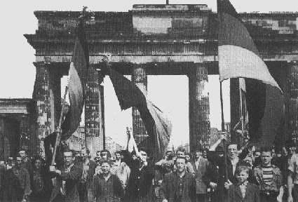 Demonstrierende am Brandenburger Tor