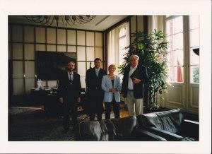 Vorläufer der Verbänderunde: Manfred Plöckinger, Christine Bergmann, Klaus Wowereit und Carl-Wolfgang Holzapfel (von re.) im August 2001 im Roten Rathaus - Foto: LyrAg