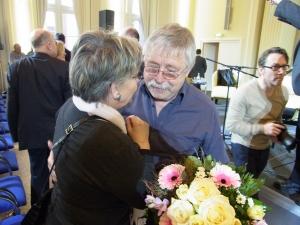 Ex-Hoheneckerin Tatjana Sterneberg war mit der Vereinigung 17. Juni ebenfalls in Erfurt, hier im Gespräch mit Wolf Biermann (2013)