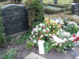 Letzte Ruhe im Grab der Eltern - Foto: LyrAg