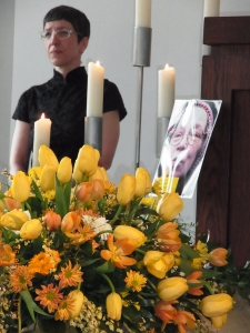 Hätten Blumen zu Lebzeiten die Tragödie verhindert? Foto. LyrAg