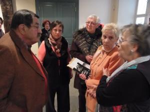 Unvergessen: Ehemalige Hoheneckerinnen vor der Austellungseröffnung 2013 in Schwerin im Gespräch mit dem Nobelpreisträger Günter Grass - Foto: LyrAg