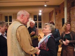 Im April 2013 trafen ehemalige Hoheneckerinnen den Pfarrer und Bürgerrechtler Heiko Lietz auf einer Veranstaltung in Schwerin, hier (li.)Gespräch mit T. Sterneberg, - Foto: LyrAg