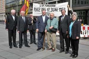 2012 unterstützten Klaus Wowereit und Frank Henkel gemeinsam die Forderung. Foto: LyrAg