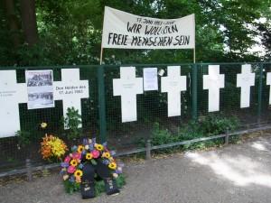 """""""Wir woll(t)en freie Menschen  sein"""" - Kreuze am Reichdtag - Foto: LyrAg"""