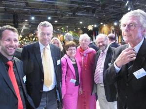 Auf dem Podium (v.re.): Andy Jauch (SPD-MdA), Otto Bernhard (CDU-Ex-MdB), Rita Süssmuth (CDU-Ex-Bundestags-Präsidentin), Schulz-Jacobs (NRWI), Bernd Häusler (Rechtsanw.) und Klaus Bresser (Ex-Chefred. ZDF). Foto: LyrAg