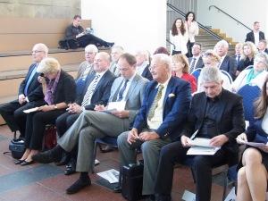 Volker Kauder, Monika Grütters, Helmut Koschyk, Marco Wanderwitz, Lutz Rackow un d Roland Jahn (1. Reihe von  li.). Foto: LyrAg