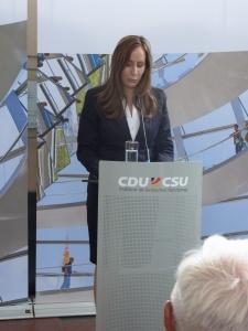 Verlas die Tränenpalast-Erklärung der Bundestagsfraktion: MdL Astrid Wallmann aus Hessen. Foto: LyrAg