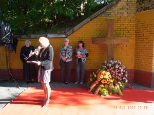 Am Mahnmal für Horst Frank in  Berlin sprachen am 13. August auf ein er Gedenkveranstaltung der CDU die Hoheneckerinnen Birgit Krüger (2.v.r.) und Monika Schneider (1.v.r.) - Foto: LyrAg