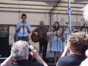 """Die berühmte """"Biermöslblasn"""" mit Hans Well begeisterte mit musikalischem Aufruhr - Foto: LyrAg"""