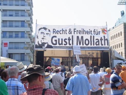 Unübersehbarewr Protest auf dem Nürnberger Platz für Menschenrechte. Foto: LyrAg
