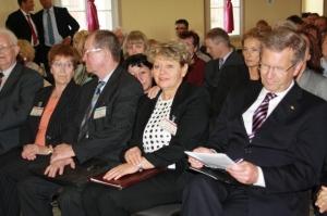 Inge Naumann mit Bundespräsident Chr. Wulff im Mai 2011 auf Hoheneck -Foto: LyrAg