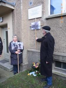 Die Vereinigung 17. Juni erinnerte mit Fotos an das grausame Geschehen vor 52 Jahren - Foto. LyrAg