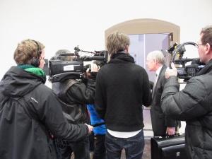 Vor dem Urteil war der Rechtsvertreter des Beschwerdeführers (2.v.re.) gefragt - Foto: LyrAg