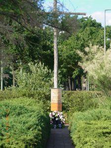 Wegen der EM hatte die Vereinigung 17. Juni ihr Gedenken am Holzkreuz in Zehlendorf um eine Tag vorverlegt - Foto: LyrAg