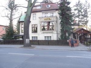 Vierjährig im dunklen Keller eingesperrt. Kinderheim nahe dem Evang. Johannestift Berlin West. Heute ein Hotel - Foto LyrAg