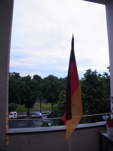 Natürlich wurde auch bei uns auf Balkonien geflaggt - Foto: LyrAg