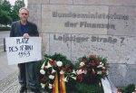 2005: Neun Tage hungerte Holzapfel für einen Platz des 17. Juni - Foto: LyrAg