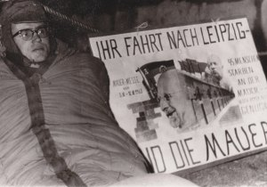 Bei -15 Grad Hungerstreik am Peter-Fechter-Mahnmal 1963 - Foto: LyrAg