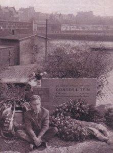 """Dem ersten Hungerstreik 1962 am Mahnmal für Günter Litfin schloß sich Andreas Möller an, der am 5.12.2014 im Parlament eigens von Bodo Ramelow als """"väterlicher Freund"""" begrüßt wurde - Archiv Holzapfel"""