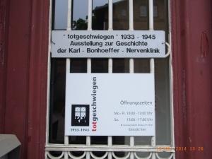 Eine Dauer-Ausstellung zeigt deprimierende Dokumente aus der NS-Zeit - Foto: LyrAg