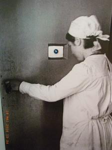 Kranke wurden wie Zuchthäusler behandelt: Weggesperrt... Foto: Ausstellung