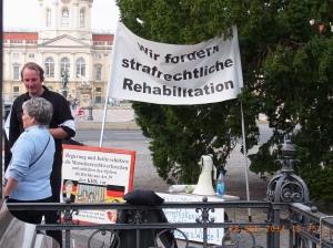 Protest: Heimkinder vor dem Charlottenburger Schloss - Foto: LyrAg