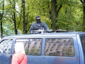 Realität 2014: Scharfschützen schützen den Auftritt der Antisemitismus-Gegner - Foto: LyrAg