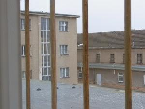 Erinnerungslücken? Zentrale U-Haft des MfS in Hohenschönhausen, heute Gedenkstätte - Foto: LyrAg