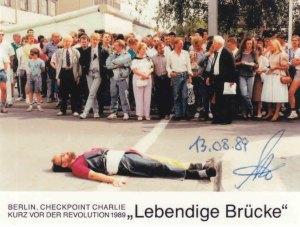 """Als einziger Freund einen Tag vor der Aktion am 13.08.1989 von CWH eingeweiht: Rainer Hildebrandt (üb. """"08"""" mit PE in der Hand - Foto: LyrAg"""