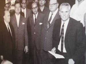 Eröffnung am Checkpoint Charlie 1963: Ernst Lemmer (li.), Hildebrandt (re.) - Foto: Archiv
