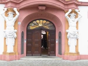 Am 5.12. wurde in der 2. Abstimmung die Tür in der Staatskanzlei aufgestoßen: DIE LINKE zieht ein. - Foto: LyrAg