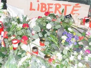 Bekenntnis vor der Französischen Botschaft in Berlin - Foto: LyrAg