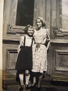 Die zehnjährige Käthe B. mit ihrer Mutter - Archiv LyrAg