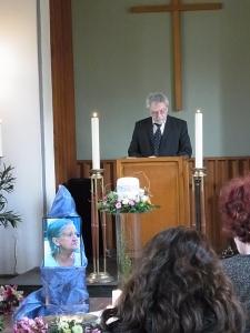 Der Vorsitzende v.d. Vereinigung 17. Juni hielt die Traueransprache - Foto: LyrAg