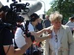 Ein ARD-Team vom DDR filmte vor Ort (Sendung voraussichtlich am 7. September) , Rechts Inge Naumann - Foto. LyrAg