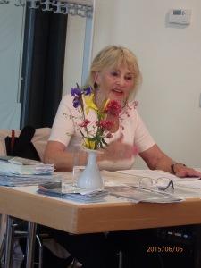 Leidenschaftlicher Vortrag im Kulturbahnhof: Ellen Thiemann - Foto: LyrAg