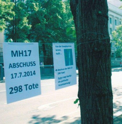 Vor der Russischen Botschaft an ein Verbrechen erinnert. Foto: StK
