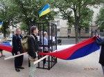 Ein Käfig inmitten der Russ.Fahne symbolisierte die Verfolgung von Savchenko - Demo vor der Russ.Botschaft 18.06.2015 - Foto. LyrAg
