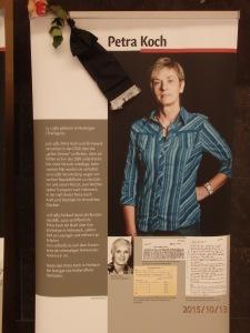 Eine Rose un d Trauerflor für die 2013 verstorbene Petra Koch - Foto: LyrAg
