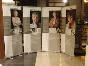 Auf 25 Tafeln eindrucksvolle Biografien ehem. Hoheneckerinnen - Foto: LyrAg
