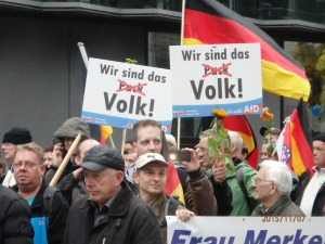 Nicht Pack - Wir sind das Volk. Losungen auf der AfD-Demo - Foto: LyrAg