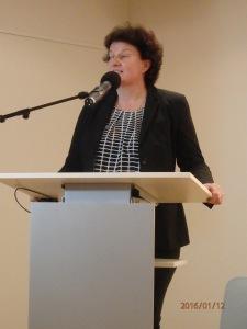 Landtagspräsidentin Britta Stark bei ihrer Begrüßung - Foto:LyrAg