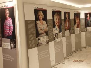 Ausstellung im Brandenburger Landtag - 12.01. - 29.02.2016 - 25 Hohenecker Frauen einträchtig präsentiert - Foto: LyrAg