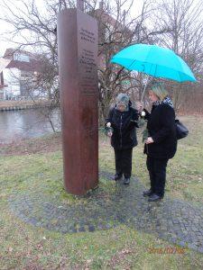Rosen für den letzten Mauer-Toten: 5.02.2016 - Foto: LyrAg