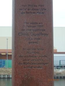 Erinnerungsstele am einstige Tatort - Foto. LyrAg