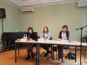 Auf der Pressekonferenz (von li.): Sofia Onufriv (Dolmetscherin), Wira Sawtschenko (Schwester) und Natalia Pysanska (Frie Journalistin) - Foto: LyrAg
