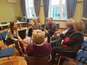 Wila Sawtschenko im Gespräch mit ehem. polit. Gefangenen der DDR - Foto: LyrAg