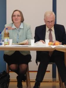 Neubert (li.) neben UOKG-Chef Dombrowski erläuterte in Potsdam vor der UOKG die voraussichtliche Stellungnahme der Kommission. - Foto: LyrAg