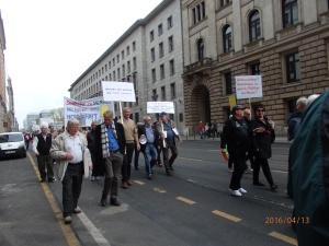 Bereits mehrfach zogen Demonstranten gegen den Rentenbetrug durch die deutsche Hauptstadt - Foto: LyrAg